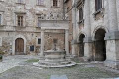 pozzo_piazza_grande_montepulciano